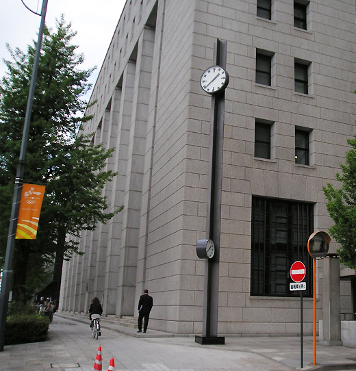 日比谷交差点のポール時計(Riki Watanabe)