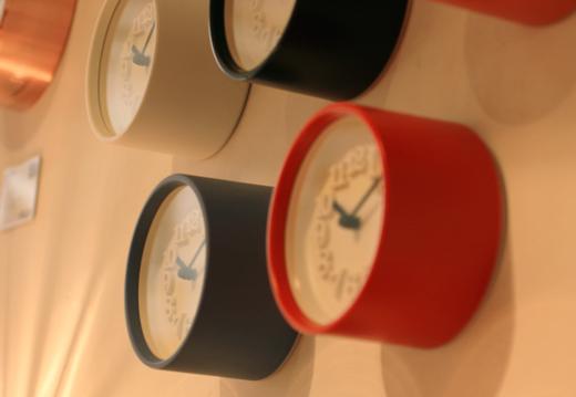 小さな壁掛け時計