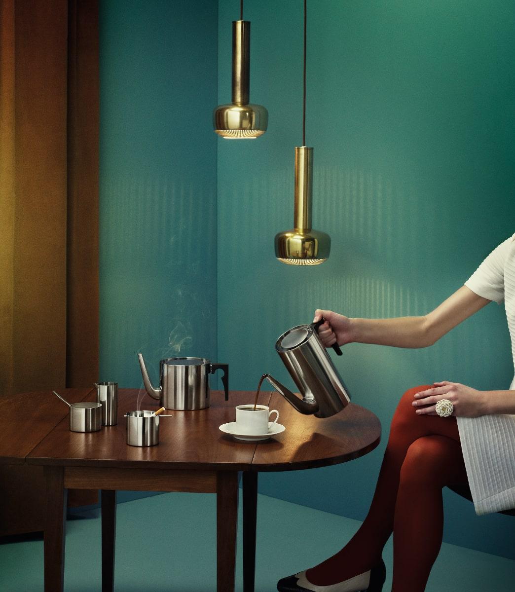 デンマークの巨匠・アルネ・ヤコブセンがデザインしたステンレス製テーブルウェア「シリンダライン」